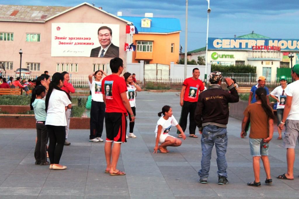 Volleyballspieler im Bat-Erdene Outfit
